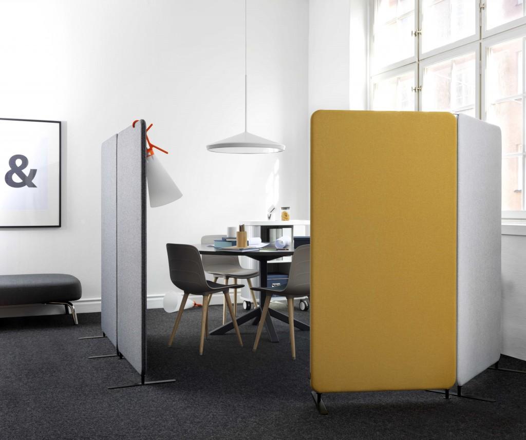 Installationsbild av Abstracta Softline skärmväggar