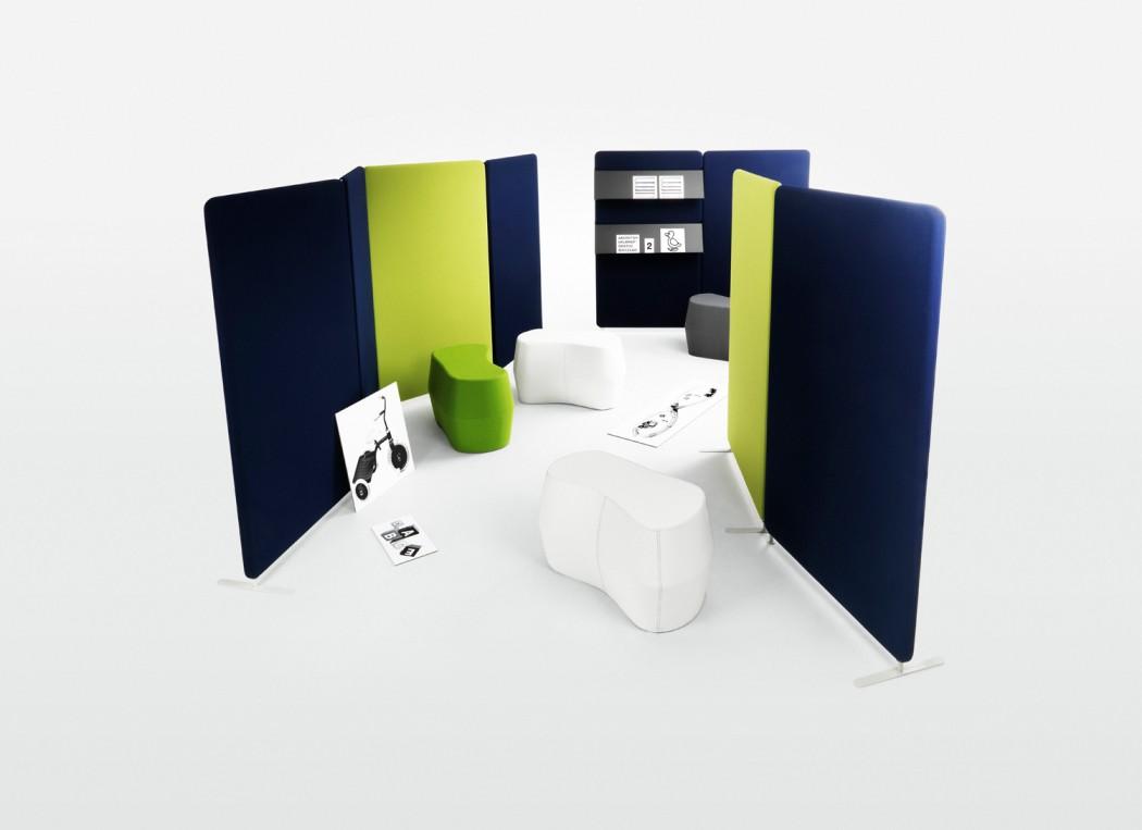 Installation av skärmväggar i blått och lime