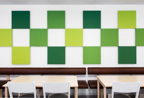 Abstracta Soneo Wall 100 installation på vägg i matsal