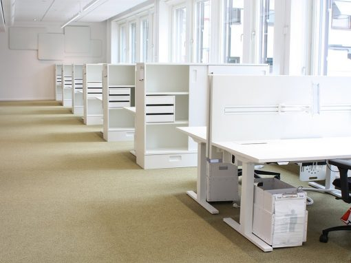 Dezibel bordsskärmar i kontor