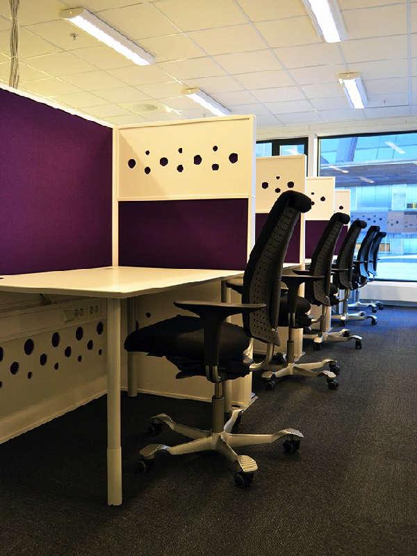 Dotz skärmväggar för att skapa avskilda arbetsplatser i kontorslandskap