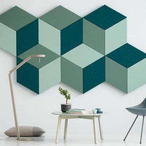 Fazett Wall installation av absorbenter på vägg i blandade gröna kulörer