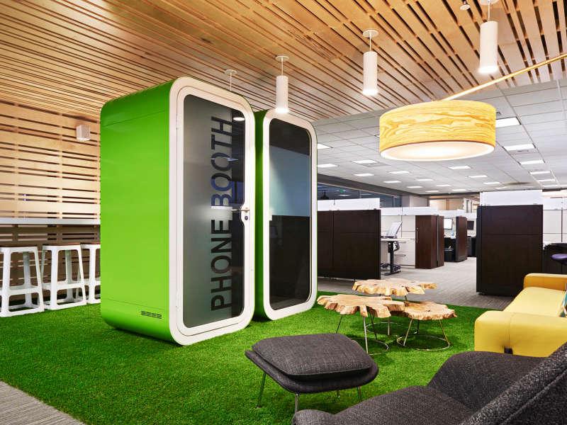 Framery telefonhytter i snygg grön kulör för det trendiga kontoret