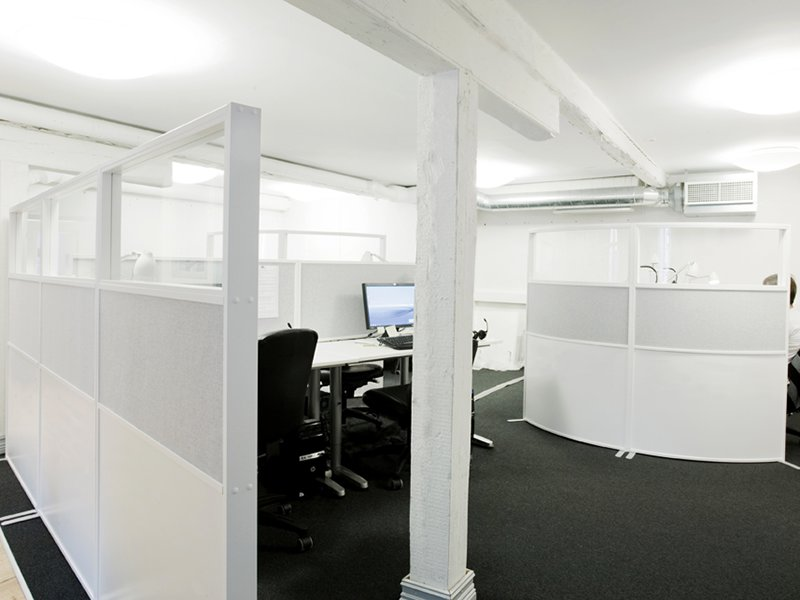 Zilenzio Offizz trä tyg glas i vit laminat och off-white textil