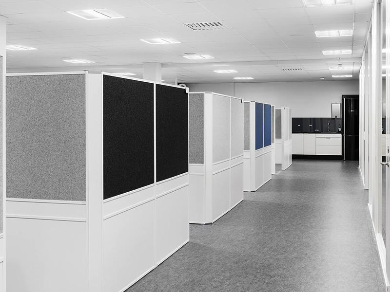 Offizz Skärmväggar placerade som cubicles