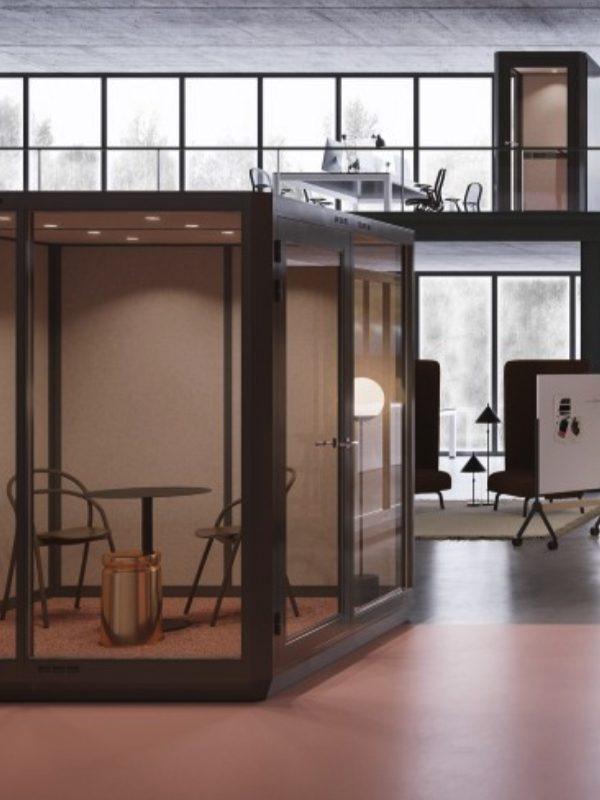 Flexibelt och flyttbart mötesrum för yra personer i kontor. Plenty Pod.