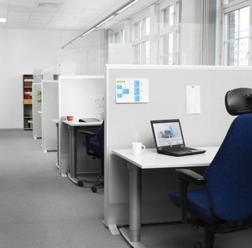 Chubby golvskärmar i grått skapar arbetsplatser med bra ljudmiljö