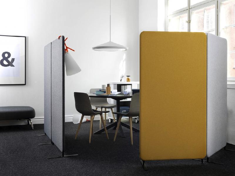 Med Softline golvskärmar skapar du enkelt ett kafferum i kontorslandskapet