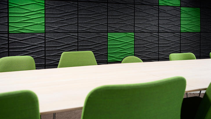 Installationsbild av Soundwave Botanic Anthracite och grön i mix
