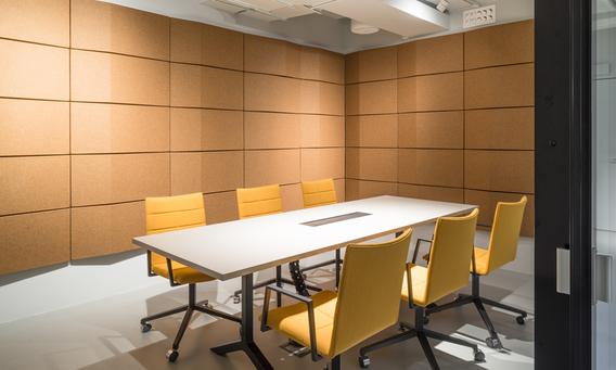 Triline ljudabsorbenter i kontorsmiljö